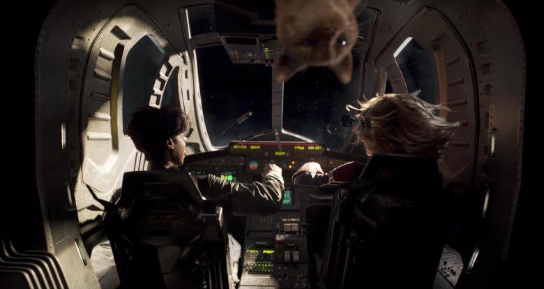 captainmarvel-goose-floating-upsidedown
